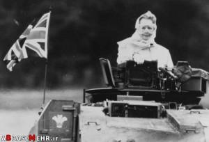 مارگارد تاچر (نخست وزیر صلح طلب انگلستان) سوار بر تانک