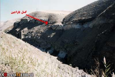 گسل باراجین - روستای باراجین - شمال قزوین -  به بریده شدن لایه سنگی دقت کنید
